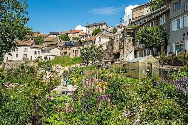 Ngôi làng ở Pháp được tặng 2 triệu euro